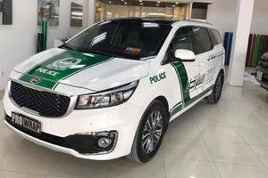Xe hơi dán tem cảnh sát Dubai sẽ bị cấm đăng kiểm