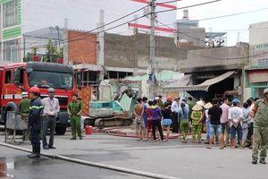 TP.HCM: Khói lửa bao trùm quán cơm, 2 người bị thương nặng