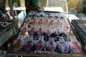 Thưởng thức món mực một nắng nổi tiếng ngoài đảo Cù Lao Chàm
