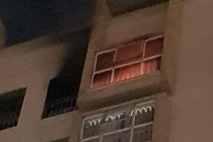 Cháy căn hộ tầng 11, cả chung cư tháo chạy trong đêm