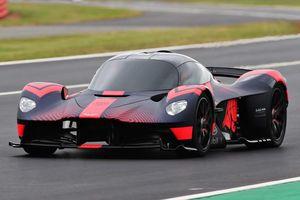 Aston Martin Vlakyrie triệu đô lần đầu phô diễn sức mạnh trước công chúng
