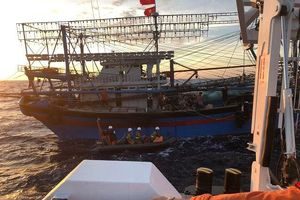 Phát hiện hai thi thể gần khu vực tàu đánh cá Nghệ An bị đâm chìm