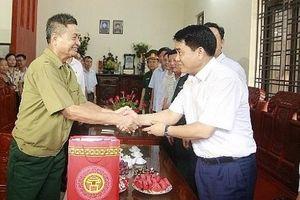 Chủ tịch UBND TP Hà Nội thăm hỏi gia đình người có công ở huyện Gia Lâm