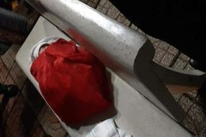 Bé gái sơ sinh bị mẹ bỏ rơi trên ghế đá giữa đêm khuya