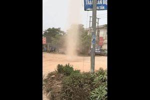 'Vòi rồng' mini xuất hiện ở ngã tư Kế - Bắc Giang?