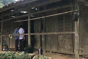 Điều tra vụ người đàn ông tử vong trong tư thế lạ trước hiên nhà