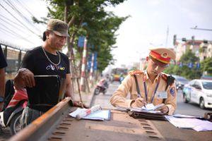 Đội CSGT số 14 Hà Nội xử phạt gần 300 trường hợp vi phạm trong hai ngày đầu ra quân