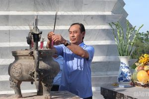 Lãnh đạo Bộ GTVT dâng hương tại nghĩa trang liệt sỹ Hàm Rồng