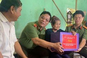 Công an tỉnh Thanh Hóa thăm, tặng quà gia đình chính sách