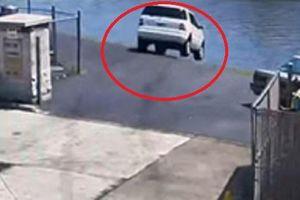Clip: Đạp nhầm chân ga, tài xế lái ô tô lao thẳng xuống sông
