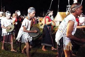 Truyền dạy cồng chiêng cho thanh niên dân tộc thiểu số K'Ho