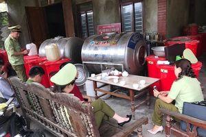 Phát hiện 2 cơ sở sản xuất rượu thủ công trốn thuế