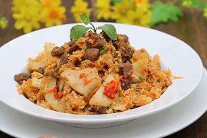 Làm cơm rang thịt bò kim chi đúng chuẩn Hàn Quốc