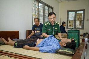 Tiếp nhận 4 thuyền viên tàu cá Thái Lan bị nạn trên vùng biển Côn Đảo