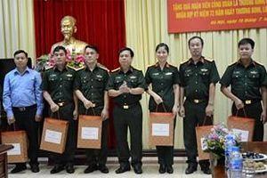 Gặp mặt tặng quà đoàn viên công đoàn là thương binh, con thương binh, liệt sĩ