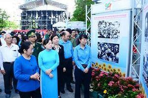 TP Hồ Chí Minh triển lãm ảnh kỷ niệm 90 năm Ngày thành lập Công đoàn Việt Nam