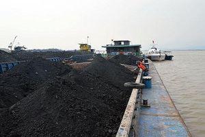 Quảng Ninh: Bắt giữ tàu chở 1.000 tấn than không rõ nguồn gốc