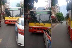 Xe buýt lấn hết đường quyết đòi taxi phải nhường