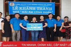 Công đoàn Hà Tĩnh trao nhà mái ấm, tặng quà đoàn viên khó khăn