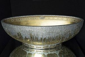 Chiêm ngưỡng bồn tắm dát vàng, đính 250 viên pha lê giá hơn 2,5 tỉ đồng