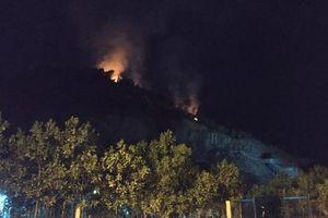 Đà Nẵng: Hàng trăm người dập đám cháy rừng trong đêm