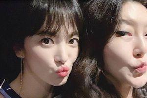 Han Ji Min đi 'du hí' cùng stylist của Song Hye Kyo