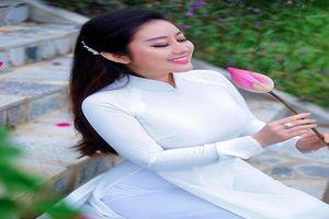 Kim Trang tung bộ ảnh đẹp như nàng thơ trong tà áo dài