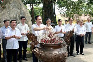 Bộ trưởng Đào Ngọc Dung dâng hương tại các Di tích lịch sử Quốc gia tỉnh Thái Nguyên