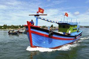 Cờ Tổ quốc vươn khơi Hoàng Sa, Trường Sa cùng ngư dân Lý Sơn