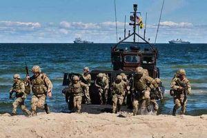 Hải quân Anh tấn công 'giải phóng đảo', thảm bại trước dân quân địa phương