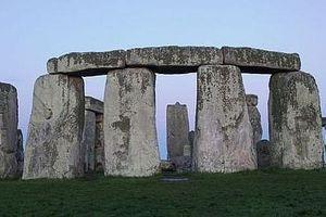 Bãi đá Stonehenge có thể được xây dựng nhờ… mỡ lợn