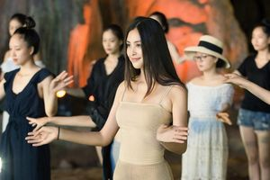 Hoa hậu Tiểu Vy khoe eo thon quyến rũ sau khi giảm 3kg