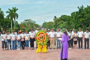 Doanh nhân trẻ Việt Nam tri ân các anh hùng, liệt sỹ tại miền Trung