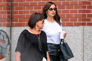Irina Shayk vui vẻ dạo phố cùng mẹ sau khi đạt thỏa thuận quyền nuôi con