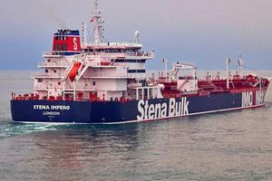Iran bắt tàu chở dầu 'ngay trước mặt tàu chiến Anh'