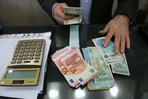 Iran bị 'bốc hơi' 1,12 tỉ USD dùng để mua các mặt hàng thiết yếu