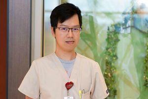 Dược sĩ gốc Việt nhận giải cống hiến