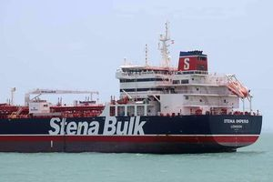 Binh lính Iran rầm rập đổ bộ, bắt giữ tàu chở dầu Anh