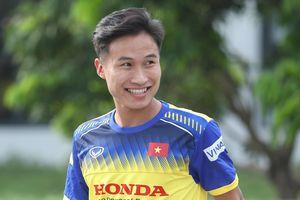 Tuyển thủ U23 Việt Nam: 'Đá trên sân cỏ nhân tạo chắc chắn khó hơn'