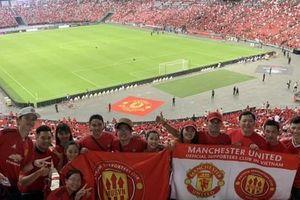 Người hâm mộ Việt Nam sang Singapore 'tiếp lửa' Man United đánh bại Inter