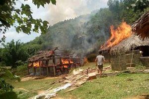 Yên Bái: Giữa trưa nóng, nhà hộ nghèo bị cháy rụi