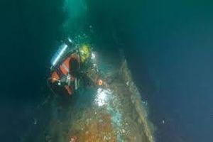 Cận cảnh quá trình thợ lặn hút 1,7 triệu lít dầu từ xác tàu thời Thế chiến II