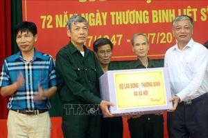 Thăm và tặng quà thương binh, bệnh binh tại Trung tâm Điều dưỡng Thương binh Lạng Giang