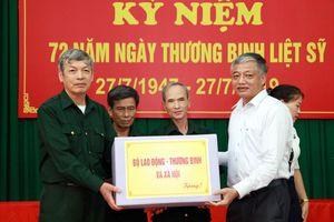 Thứ trưởng Doãn Mậu Diệp thăm và tặng quà Thương binh Lạng Giang