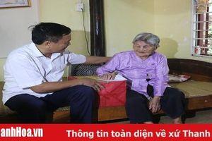 Phó Trưởng đoàn Đại biểu Quốc hội tỉnh Mai Sỹ Diến thăm, tặng quà các gia đình chính sách tại huyện Đông Sơn và Hoằng Hóa