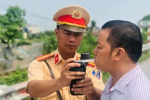CSGT Hà Nội mỗi ngày bắt phạt cả ngàn vi phạm mũ bảo hiểm