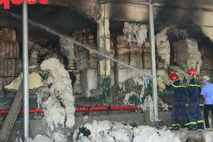Cháy lớn tại Khu công nghiệp Phú Bài, Chủ tịch tỉnh đến hiện trường chỉ đạo dập lửa