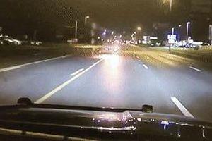 Ôtô đâm trực diện vào xe cảnh sát