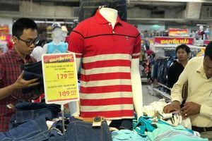 Thời trang Việt thua trên sân nhà