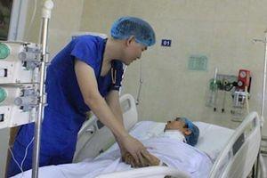 Trắng đêm cứu người đàn ông bị đâm đứt động mạch cổ